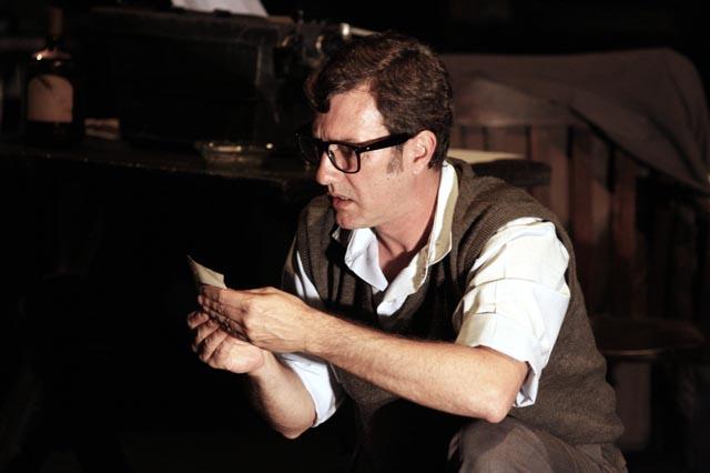 El actor Alejo García Pintos interpretando a Rodolfo Walsh