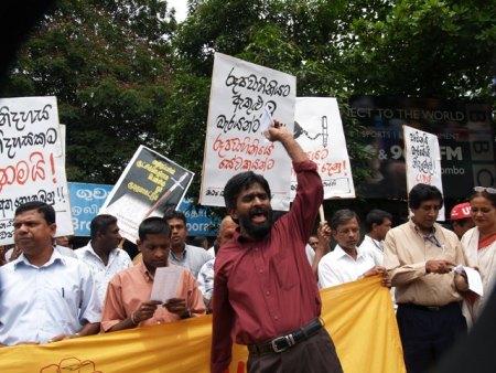 Foto del periodista Poddala Jayantha - dbsjeyaraj.com