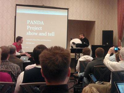 Equipo de Panda, sistema de base de datos, en plena exposición. Foto: Tyler Dukes