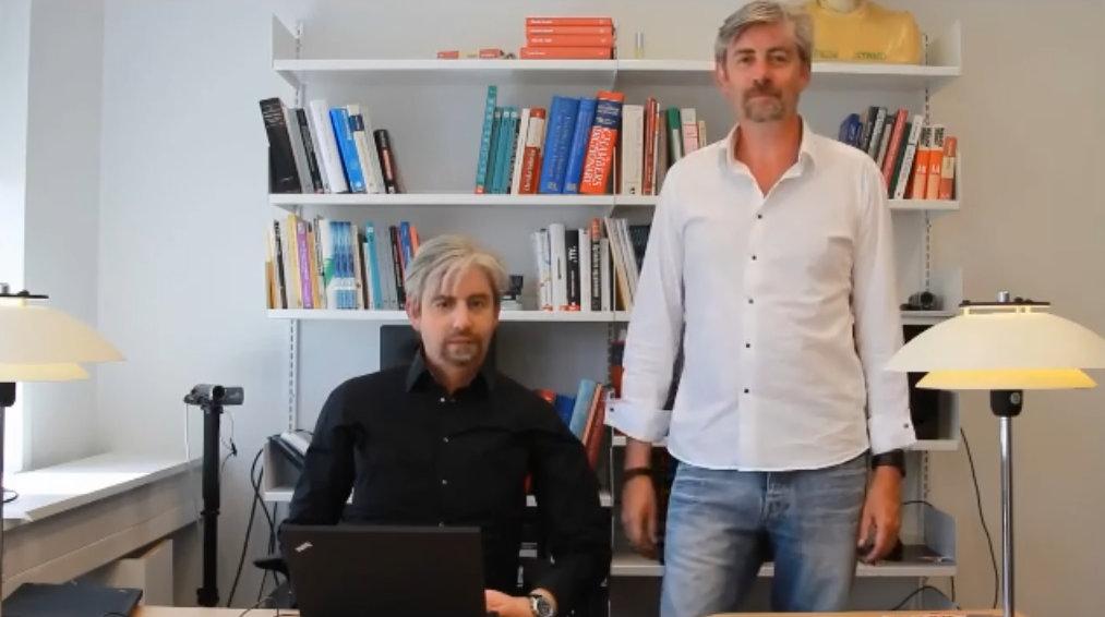 Henrik Scharfe y robot