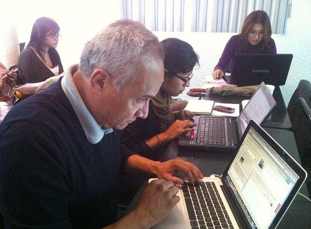 periodistas estudiando