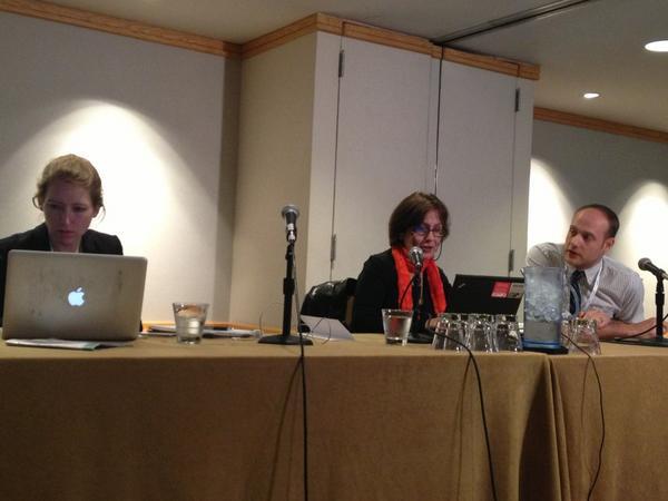 Presentadores de la conferencia. Foto de @AJFriedenberger
