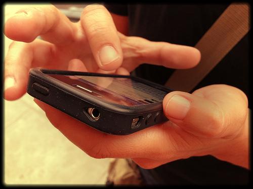 Usuarios de Facebook cautivados con los videos en el móvil