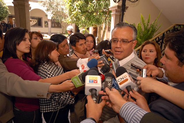ALEXIS MERA, ofrece declaraciones a la prensa