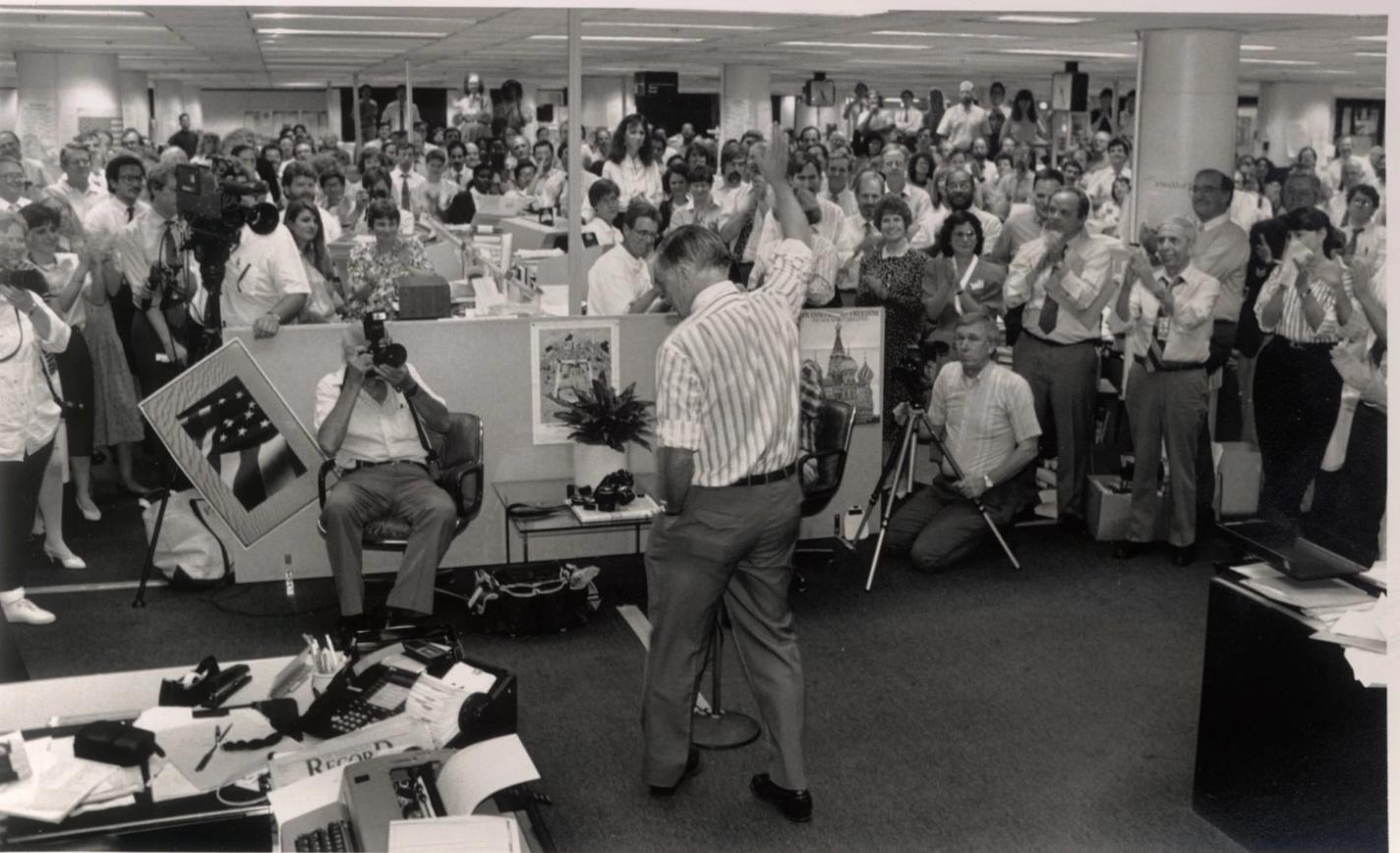 En julio de 1991, Bradlee,   se retiró como editor ejecutivo de The Post en medio de un torrente de emoción.