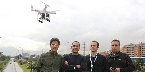 De izquierda a derecha: Mauricio Moreno, Carlos Ortega, Rodrigo Sepúlveda y Jaime García, el equipo de 'Tiempo de volar'.