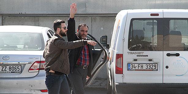 Tweet atmaktan tutuklanan Today's Zaman Genel Yayin Yonetmeni Bulent Kenes Metris Cezaevi'ne konuldu.