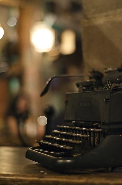 typewriter-664662_640