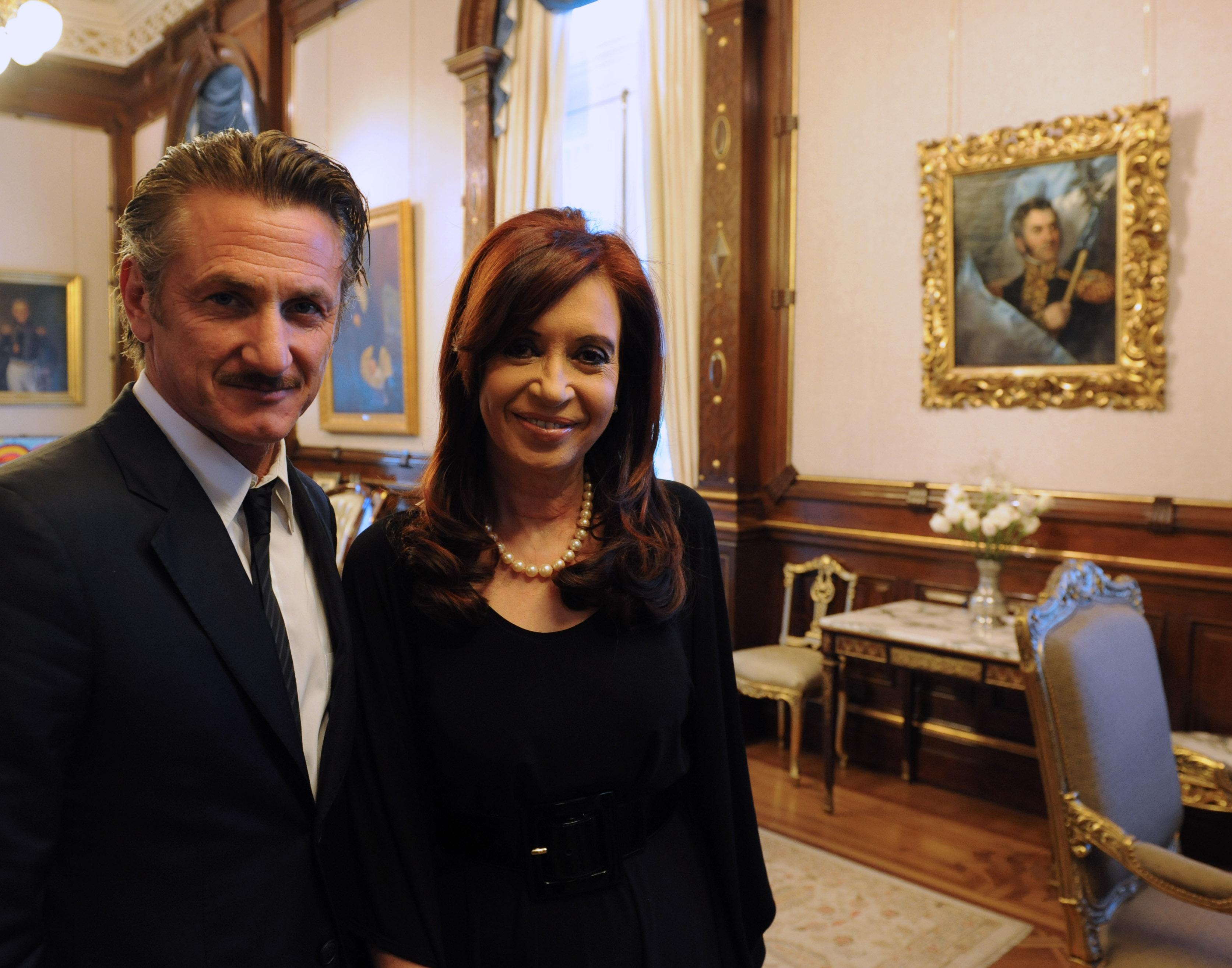 Sean_Penn_with_Cristina_Fernández