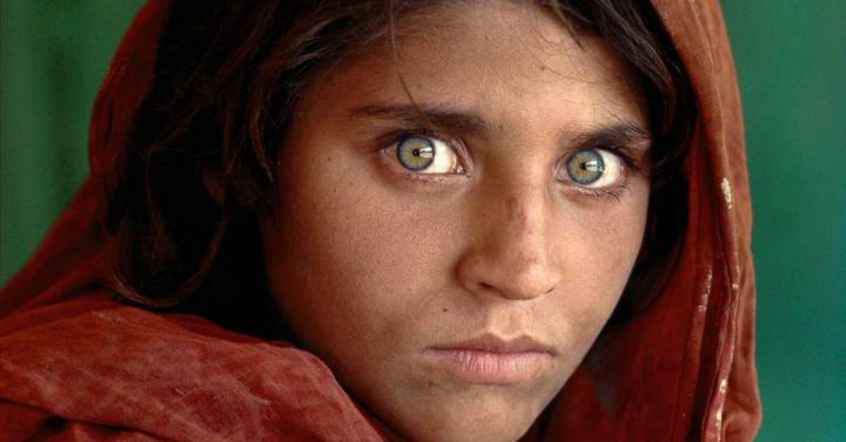 Fotógrafo defiende a la niña afgana de 'National Geographic' detenida por documentos falsos en Pakistán