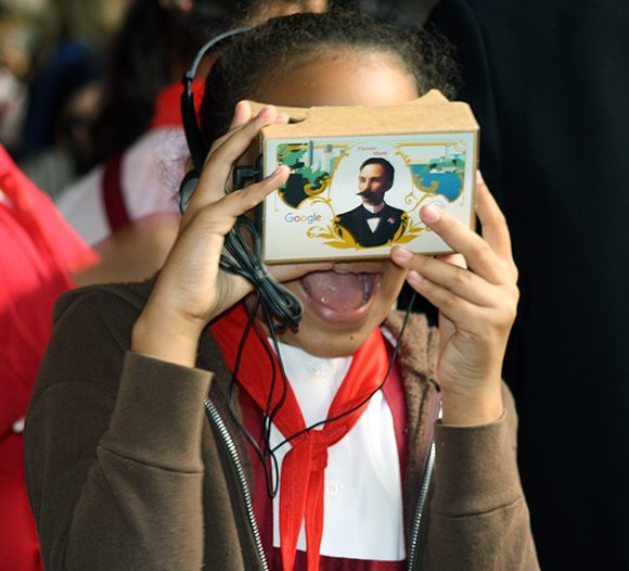 nin%cc%83os-cubanos-tecnologia-google-documental-jose-marti-6-580x526