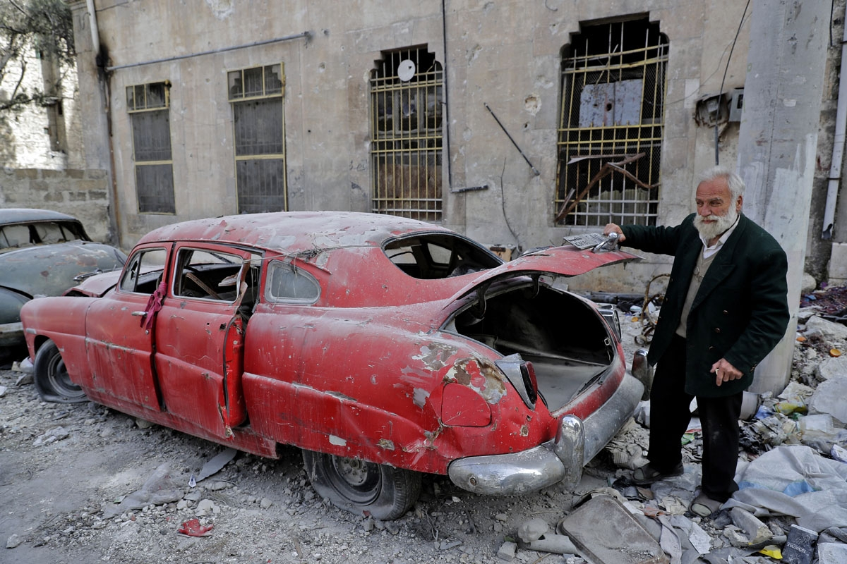 aleppo-conflict-cars-002