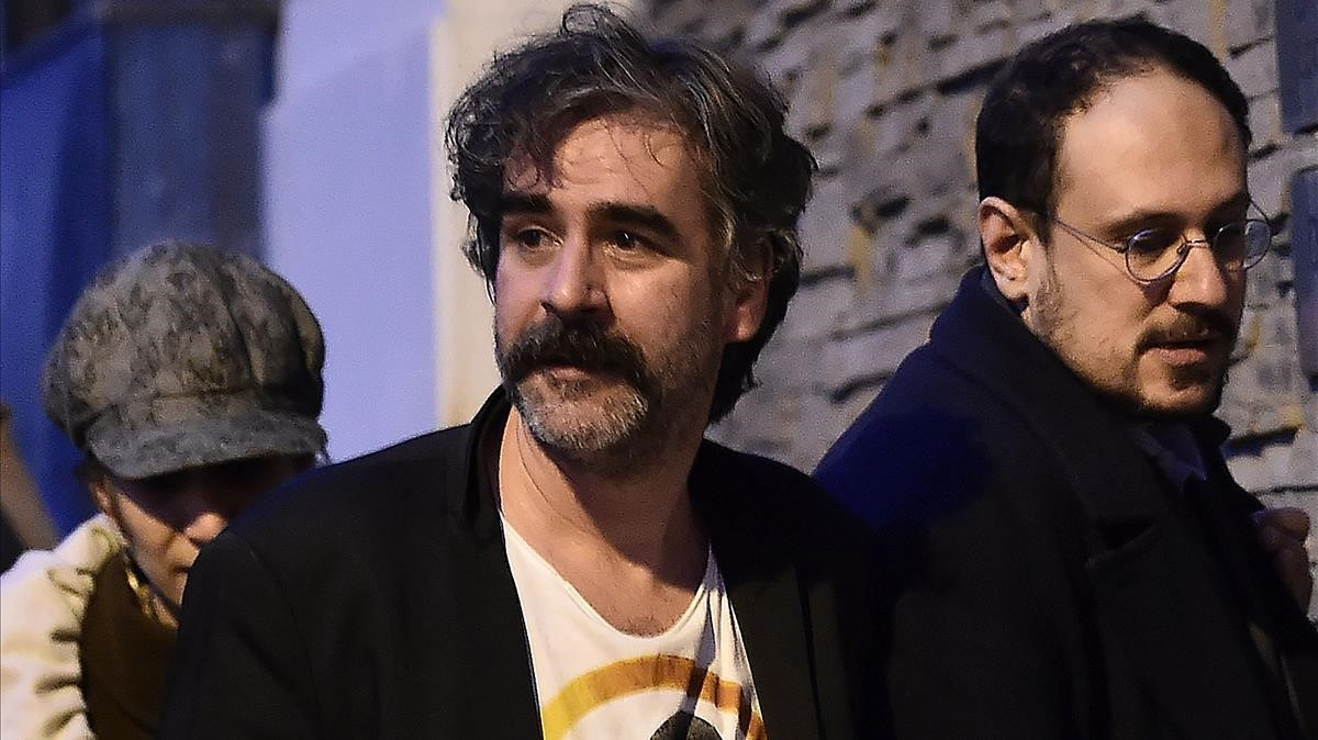 Alemania: Periodista turcogermano vuelve a casa tras un año de cárcel en Turquía