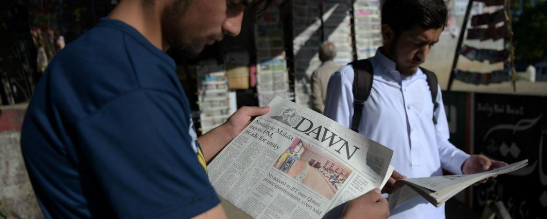Las autoridades de Pakistán bloquean la distribución del periódico más antiguo