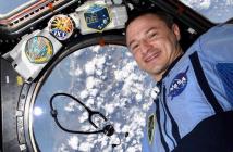 Astronauta homenajea a los profesionales de la salud que luchan contra el coronavirus
