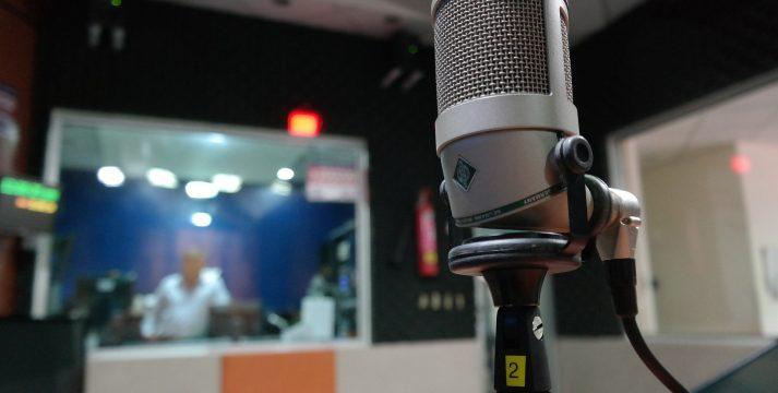 Comportamientos y razones detrás del amor de los peruanos por la radio
